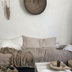 Oh my heart ! Love #linen @mrandmrscharlie's house and that hanging nest from @thesustainableflorist by loveoflinen