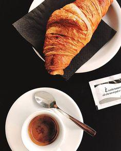 Buongiorno✌ •E voi come fate colazione ? • #buongiorno#picooftheday#instanpic#picture#croissant#coffee#caffetime#pictures#lifeisnow#lifestyle#coffeeholic#live#lively#infographic#pictureoftheday#picoftheday#instanpic#colazione#breakfast#liveauthentic#lifequotes#