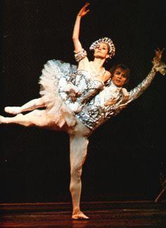 Park and Nuryev in Nutcracker Vintage Ballet, Male Ballet Dancers, Rudolf Nureyev, Russian Ballet, Ballet Photos, Royal Ballet, Ballet Beautiful, Modern Dance, La Pointe