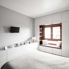 Eclectic style bedroom by estúdio amatam eclectic Wardrobe Design Bedroom, Bedroom Furniture Design, Home Room Design, Small Room Bedroom, Master Bedroom Design, Home Decor Bedroom, Modern Bedroom, Home Interior Design, Small Bedroom Storage