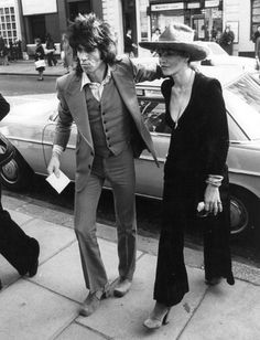 keith richards and anita pallenberg | rolling stones | entrance | appearance | rock star | couple | love | 1970s |