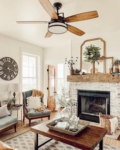 French Country Living Room, Country Farmhouse Decor, Farmhouse Style Ceiling Fan, Modern Farmhouse, Farmhouse Inn, American Farmhouse, Living Room Ceiling Fan, Home Living Room, Spa Tag