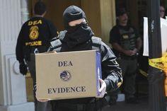 Fiscales de Estados Unidos anunciaron el lunes que acusaron a dos ex altos funcionarios de la agencia antinarcóticos de Venezuela, incluyendo a quien se convertiría en comandante de la Guardia Nacional, por participar en una trama de distribución de cocaína,...