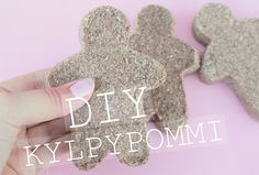 Diy joululahja kylpypommi ohje Holidays And Events, Gingerbread Cookies, Fingerless Gloves, Arm Warmers, About Me Blog, Diy, Gingerbread Cupcakes, Fingerless Mitts, Bricolage