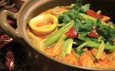 【World Cooking -Thai Green Curry-】 World cooking event in November will offer you how to make Thai green curry! Making Thai curry sounds quite difficult but our curry expert Belle will teach you how to do it with a plain recipe! Other than green curry, we Super Healthy Recipes, Veg Recipes, Spicy Recipes, Curry Recipes, Slow Cooker Recipes, Healthy Food, Chili, Thai Curry, Spicy Dishes