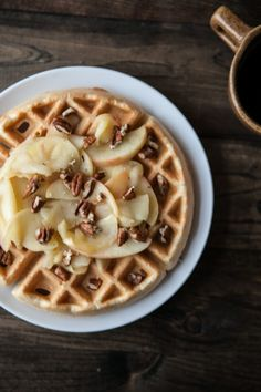Naturally Ella: Brown Butter Waffles with Honey-Apples and Pecans Breakfast Waffles, What's For Breakfast, Pancakes And Waffles, Waffle Recipes, Brunch Recipes, Breakfast Recipes, Tostadas, Crepes, Brown Butter