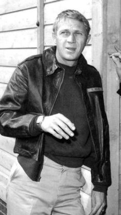 Steve Mcqueen Style, Steve Macqueen, Mc Queen, The Great Escape, Paul Newman, Vintage Photographs, Classic Hollywood, Sexy Men, Military Jacket