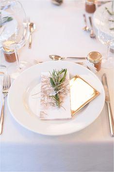 Hochzeitsinspiration für eine mediterranen Hochzeitstisch ,mit Rosmarin im Landhof Kemmler, die Hochzeitslocation ist in der Nähe von Tübingen
