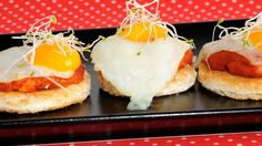 Tosta de sobrasada de miel y huevo frito de codorniz - Samantha Vallejo-Nágera (Samantha de España) - Receta - Canal Cocina