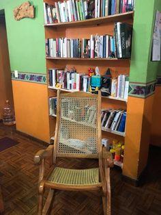 Dora Granados. Cuando el clima es caluroso. Este es mi mejor espacio de lectura. Bookcase, Shelves, Cabinet, Storage, Furniture, Reading, Home Decor, Early Childhood, Space