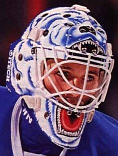Ron Hextall avec les Nordiques de Québec... Goalie Gear, Goalie Mask, Hockey Goalie, Ice Hockey, Quebec Nordiques, Nhl Players, Masked Man, Masks Art, Hockey Cards