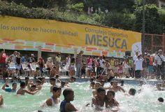 ¡Nuestros niños disfrutando la piscina en Mesuca!