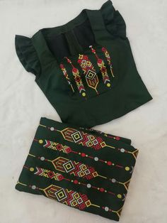Traditional Blouse Designs, Traditional Outfits, Dress Design Patterns, Sewing Patterns, Myanmar Dress Design, Burmese Girls, Myanmar Traditional Dress, Smart Dress, Couple Outfits