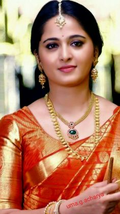 Ever gorgeous Anushka Shetty Beautiful Blonde Girl, Beautiful Girl Indian, Most Beautiful Indian Actress, Beautiful Saree, Beautiful Actresses, Indian Actress Images, South Indian Actress, Indian Actresses, Actress Anushka
