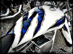 Awesome paint job. Custom Motorcycle Paint Jobs, Custom Paint Jobs, Custom Art, White Motorcycle, Motorcycle Tank, Motorcycle Clubs, Air Brush Painting, Car Painting, Pinstripe Art
