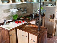 Hardvoksolje – oljen som blir som en lakk - Tregulv - ifi.no Decor, Furniture, Kitchen Island, Table, Home Decor, Kitchen