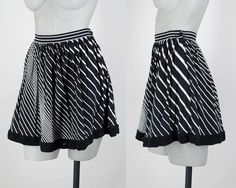 Vintage 90s Skirt / 1990s Black and White Graphic Stripe Mini Skirt XS S by FloriaVintage on Etsy