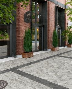 Tie together different outdoor spaces in a clean, uncluttered fashion. Using super long, linear paving stones like the Westmount paver is an ideal choice to unite your ultra-modern driveway to your backyard and other outdoor areas. Brick Design, Facade Design, Exterior Design, Brick Facade, Facade House, Brick Building, Building Exterior, Modern Driveway, Casa Patio