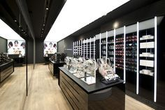 MAC Cosmetics store by Pinkeye, Liège store design Cosmetic Display, Cosmetic Shop, Retail Store Design, Retail Shop, Visual Merchandising, Online To Offline, Shop Fittings, Makeup Store, Store Fixtures