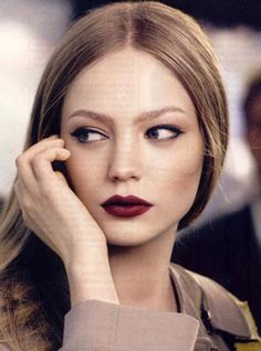 fall look | bordeaux lip. I wish I could have the courage to pull this off!!