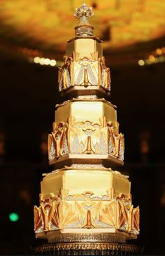 Wow. I'm amazed by this art deco wedding cake by Sugar Realm