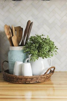 Christmas Home Tour 2015 with Country Living – small basket tray with utensil crock, s&p, and a decorative plant. Functional and pretty decor idea – - Christmas Home Tour 2015 with Country Living - small basket tray with utensil cr. Basket Tray, Basket Ideas, Primitive Kitchen, Modern Kitchen Design, Kitchen Designs, Plant Decor, Country Living, Country Life, Country Decor
