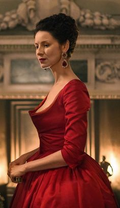 Cait Balfe as Claire Fraser in Outlander. Season 2 Dragonfly in Amber. The famous red dress. The Earring! Diana Gabaldon Outlander, Outlander Claire, Caitriona Balfe Outlander, Outlander Season 2, Outlander Tv Series, Sam Heughan Outlander, Starz Outlander, Claire Fraser, Jamie Fraser