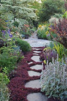 gorgeous garden path / Magic Garden <3