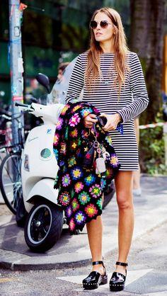 Look estilo boho: listras + granny square; Foto: Style du Monde