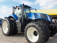 New Holland tractor with front & rear duals