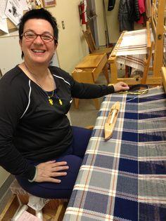 Couverture pour Kalel en acrylique Loom Weaving, Hand Weaving, Weaving Projects, Weaving Techniques, Woven Fabric, Textiles, Weaving, Weaving Looms, Blanket