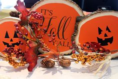 It's Fall Y'all adorable craft using Trading Phrases decals and wood slices. Click the photo for our DIY guide!