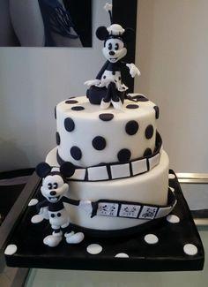 Black and white Minnie an Micky cake