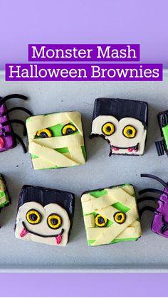 Halloween Brownies, Halloween Desserts, Halloween Food For Party, Halloween Cakes, Holiday Desserts, Holiday Treats, Halloween Treats, Holiday Recipes, Halloween Table