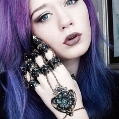 Gothic Jewellery, Fantasy Jewelry, Fantasy Art, Claw Rings, Armor Ring, Black Dahlia, Green Accents, Alternative Wedding, Hair Colour