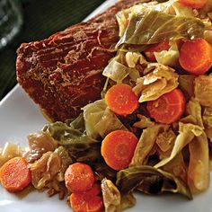 Irish Channel Corned Beef and Cabbage @keyingredient #chicken #slowcooker #vegetables