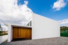 Außen präsentiert sich dieses Haus reduziert und puristisch, innen warten ein paar richtig coole Ideen für ein luxuriöses Wohngefühl.