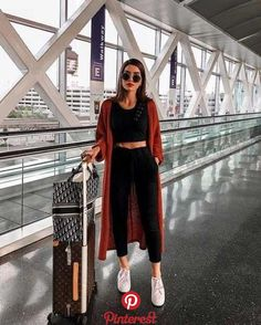 40 Summer Travel Outfits to Make you Feel Comfy   Summer season is almost here, and now it is the perfect time for us to get inspired by some fabulous travel outfits worn by bloggers and It-girls.
