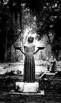 Bonaventure Cemetery Savannah Georgia ......Midnight in the garden of good and evil  book cover
