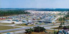1957 – the treeless barren Isla-Gold Trailer Park and Motel on US 1 in Naranja - Amazing Midcentury Photographs of Miami Page 2 of 2 Best of Web Shrine Miami Photos, Motel, Dolores Park, Mid Century, Amazing, Gold, Travel, Viajes, Retro
