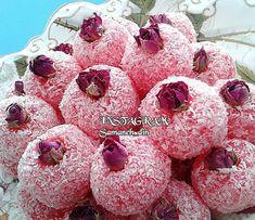 "samaneh.dinmohammadi on Instagram: ""🌹 سلام صبحتون بخیر و شادی🍃 #باسلوق_ژله_ای یک ایده یلدایی که از همین حالا میتونید دست به کار بشید و یکی دوبار امتحانش کنید تا برای شب یلدا…"" Yalda Night, Iran Food, Confectionery, Raspberry, Appetizers, Food And Drink, Cooking Recipes, Sweets, Fruit"