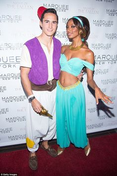 Welcoming the screening of Aladdin, we have rounded up 49 Princess Jasmine Costume Ideas for you. Princess Jasmine's costume is one of the favorites for women for Disney-themed events because… Hallowen Costume, Couple Halloween Costumes, Costume Ideas, Halloween 2016, Halloween Makeup, Halloween Ideas, Jasmin Tookes, Disney Fancy Dress, Halloween Parejas