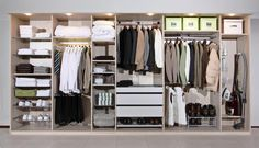 Inaria vaatehuone suunnitellaan juuri toiveidesi mukaiseksi, jolloin saat riittävästi ja oikeanlaista tilaa omille vaatteillesi. #vaatekaappi #walkincloset #säilytysratkaisut vaatteille