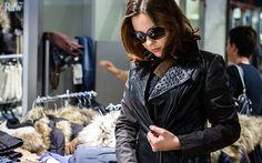 Auch Leder bleibt diese Saison im Trend. Eine Auswahl an Lederjacken gibt es bei World of Jeans im Emmen Center.