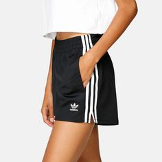 Shorts – 3 Stripes, You can collect images you discovered organize them, add your own ideas to your collections and share with other people. Cute Comfy Outfits, Sporty Outfits, Cool Outfits, Fashion Outfits, Legging Outfits, Sport Shorts, Gym Shorts Womens, Adidas Shorts, Jean Shorts