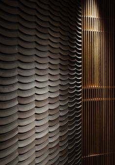 / palace hotel / wadakura - marunouchi / tokyo (from collector and company) Japanese Modern, Japanese Interior, Japanese Taste, Hotel Corridor, 3d Wall Panels, Wall Finishes, Wall Cladding, Wall Patterns, Wall Treatments