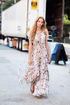 STREET STYLE FLOWY FLORALS BLUE AND WHITE FLORAL PRINT CHIFFON MAXI DRESS FLATS NYFW NEW YORK FASHION WEEK VANESSA JACKMAN