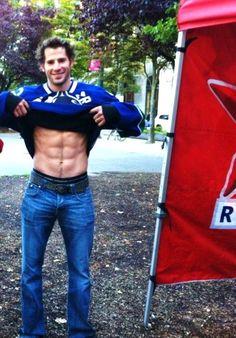 Ryan Kesler & his abs