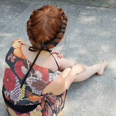 """See how to do this vintage hair style in The Fashion Spot's """"15 Chic and Creative DIY Hair Accessories!"""" Photo via Crochet Clouds"""