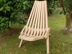 Kentucky Stick Chair - A folding comfortable chair held together with wire. Woodworking Furniture, Fine Woodworking, Diy Furniture, Woodworking Projects, Woodworking Machinery, Popular Woodworking, Furniture Design, Folding Picnic Table, Wooden Folding Chairs